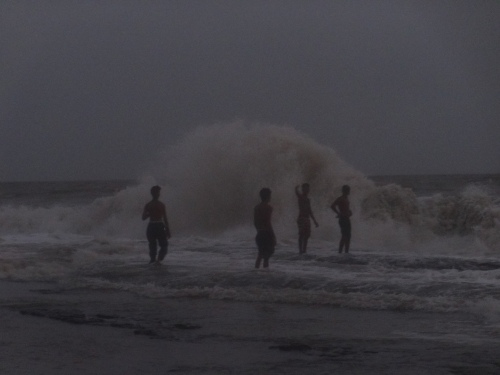 Boys enjoying tide