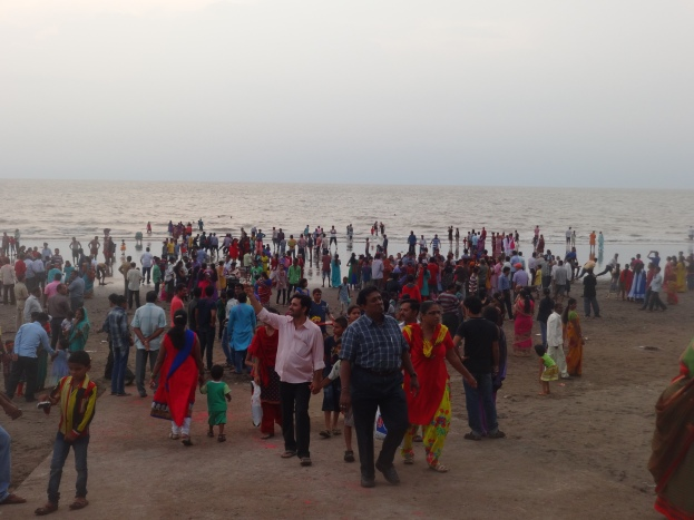 Crowd for Ganesh Visarjan at Dahanu Beach