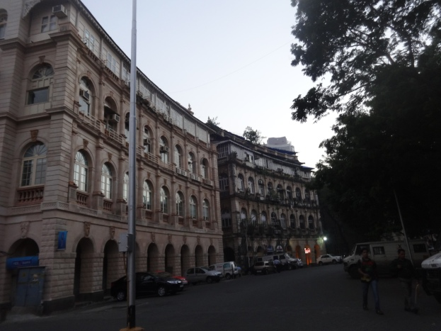 Buildings around Hornimam Circle